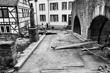 Zerstörte Straße und Gebäude in Bad Münstereifel